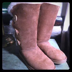 UGG Bailey button boots tan size 6 EUC